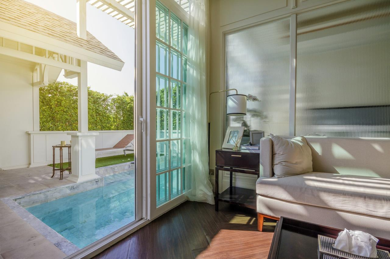 Agent - Pattaya Investment Agency's Grand Florida Beachfront Pool view and Private Pool 2