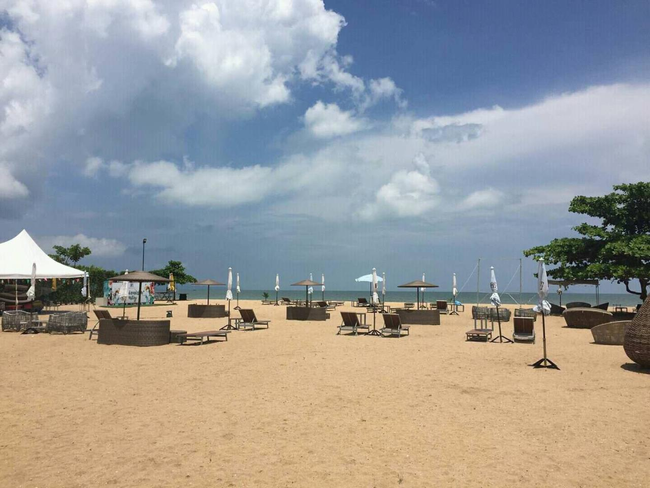 Agent - Pattaya Investment Agency's Grand Florida Beachfront Pool view and Private Pool 10