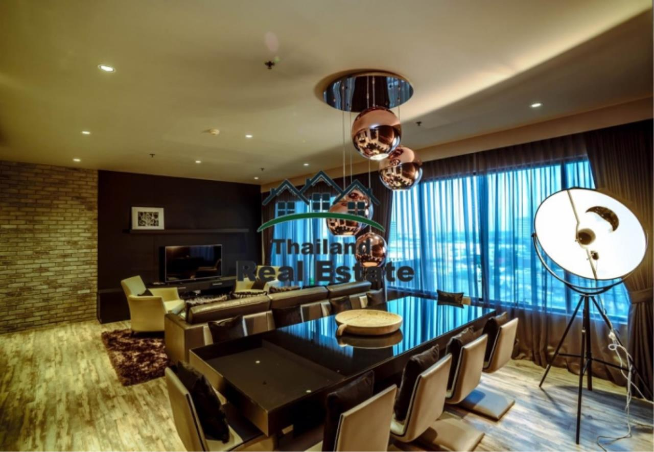 Thailand Real Estate Agency's 3 Bedroom Condo at Emporio Place near BTS Phrom Phong (12630) 8