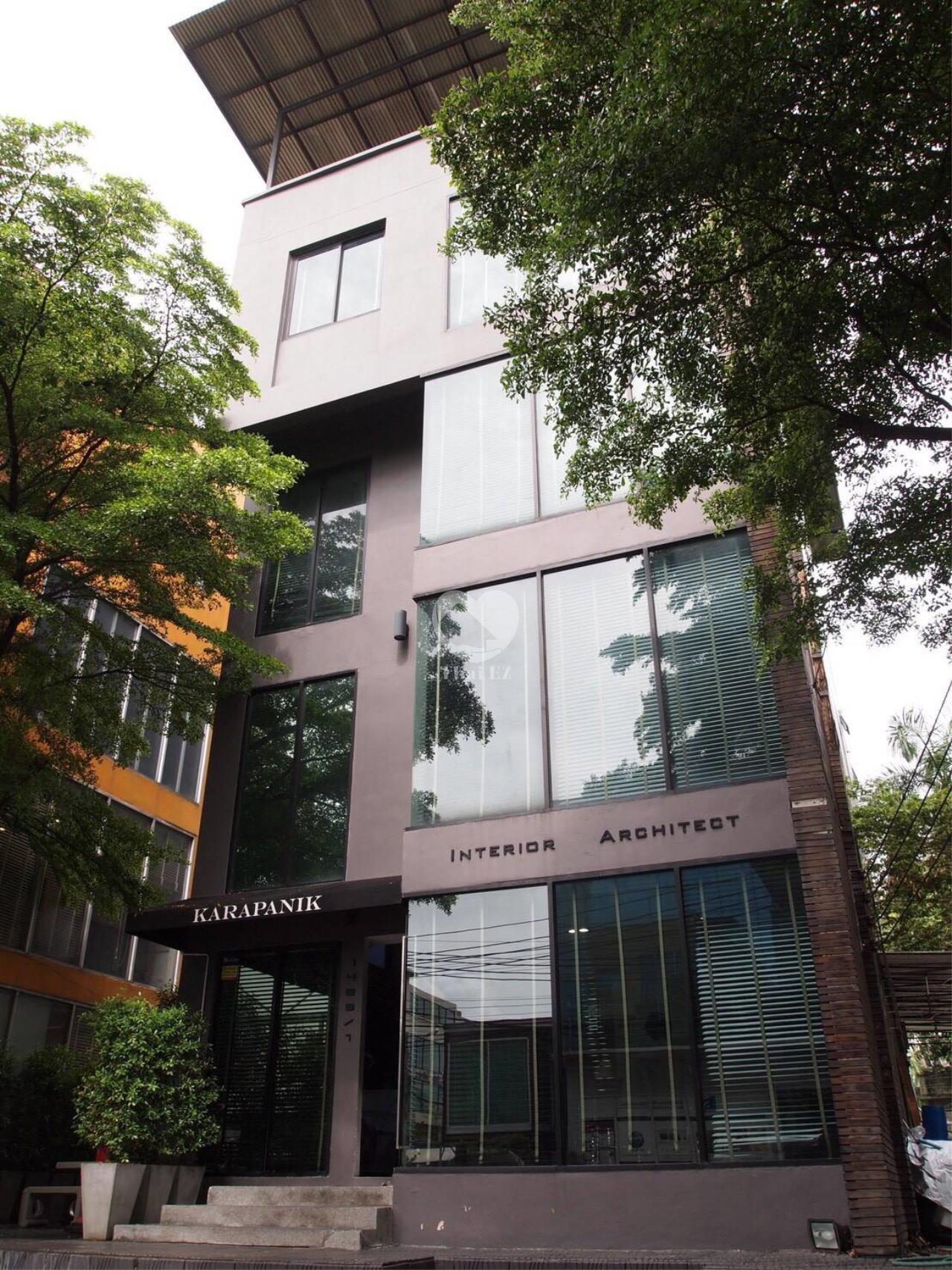 Thai EZ Agency's Commercial Building for Sale THB 40,000,000-. 1