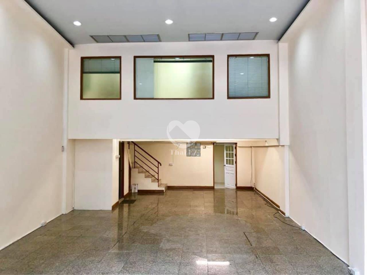 Thai EZ Agency's For Rent Building space for Commercial Sukhumvit soi 39, BTS Phrompong 2