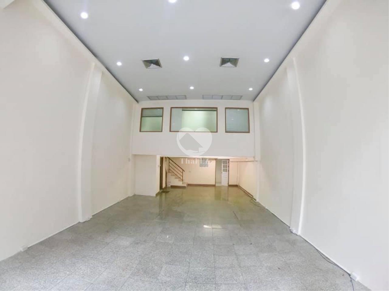 Thai EZ Agency's For Rent Building space for Commercial Sukhumvit soi 39, BTS Phrompong 3