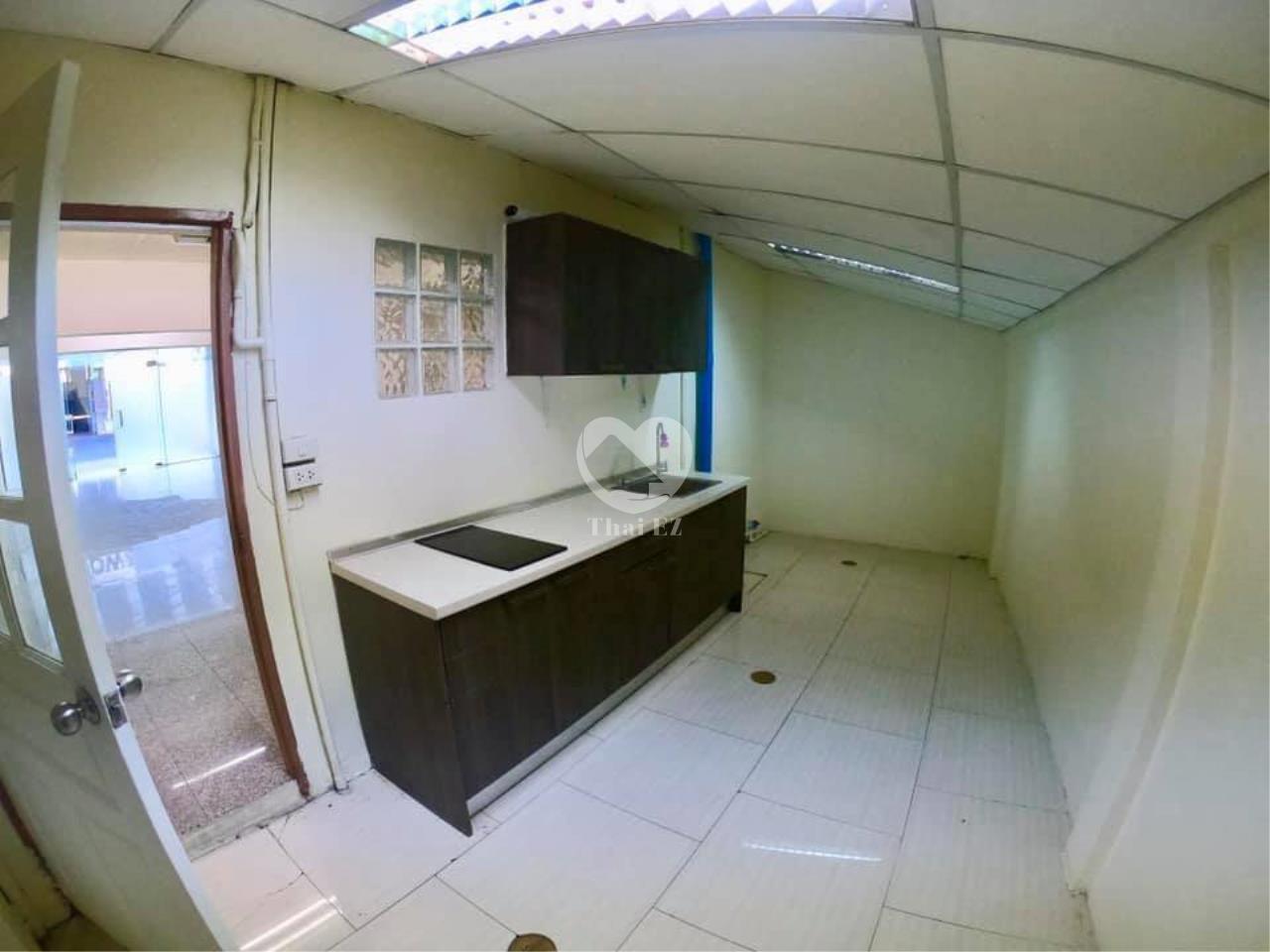 Thai EZ Agency's For Rent Building space for Commercial Sukhumvit soi 39, BTS Phrompong 7