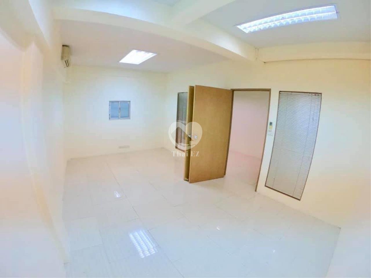 Thai EZ Agency's For Rent Building space for Commercial Sukhumvit soi 39, BTS Phrompong 9