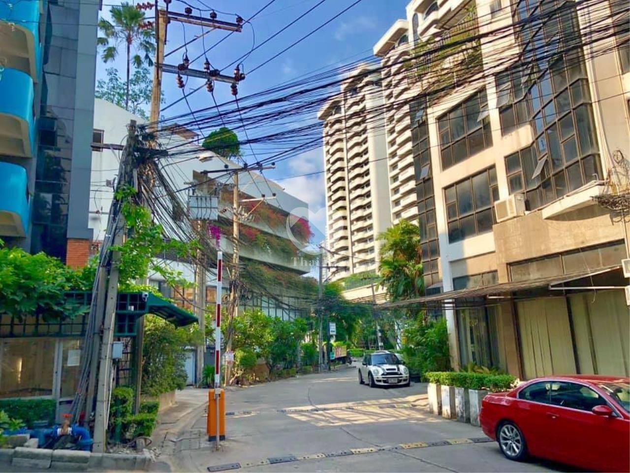 Thai EZ Agency's For Rent Building space for Commercial Sukhumvit soi 39, BTS Phrompong 13