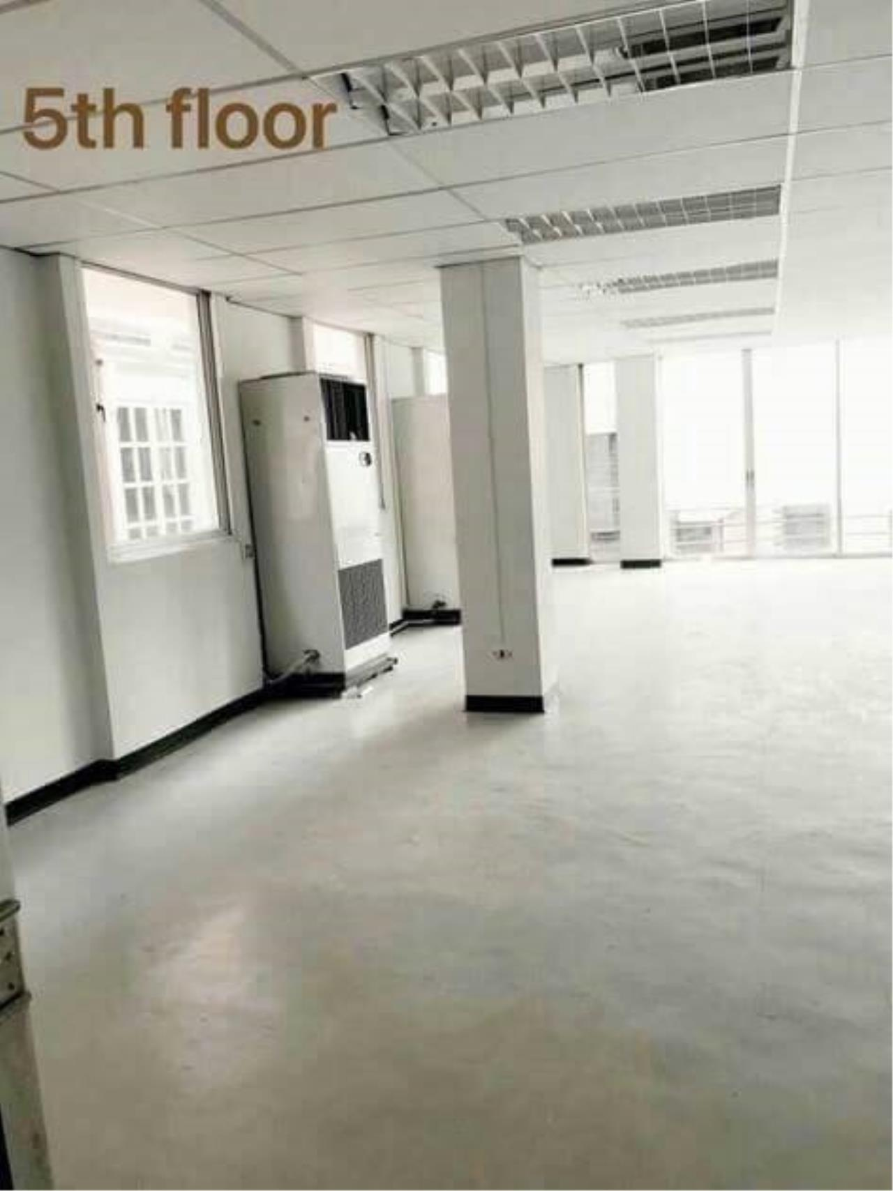 Century21 Skylux Agency's Narang Place / Office For Rent / 0 Bedroom / 130 SQM / MRT Ratchadaphisek / Bangkok 1