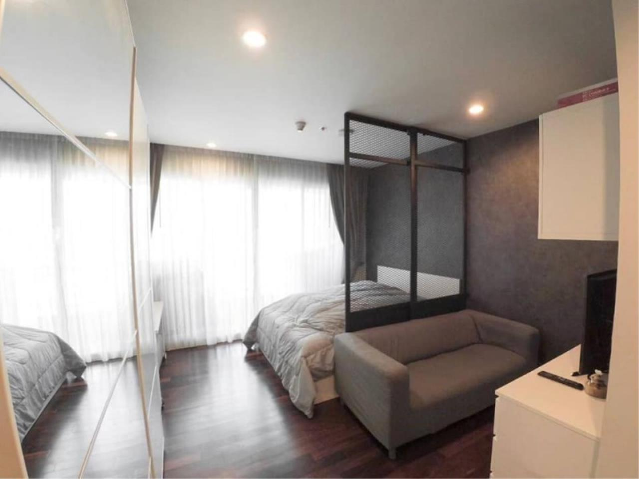 Century21 Skylux Agency's Circle Condominium / Condo For Sale / 1 Bedroom / 33.51 SQM / MRT Phetchaburi / Bangkok 2