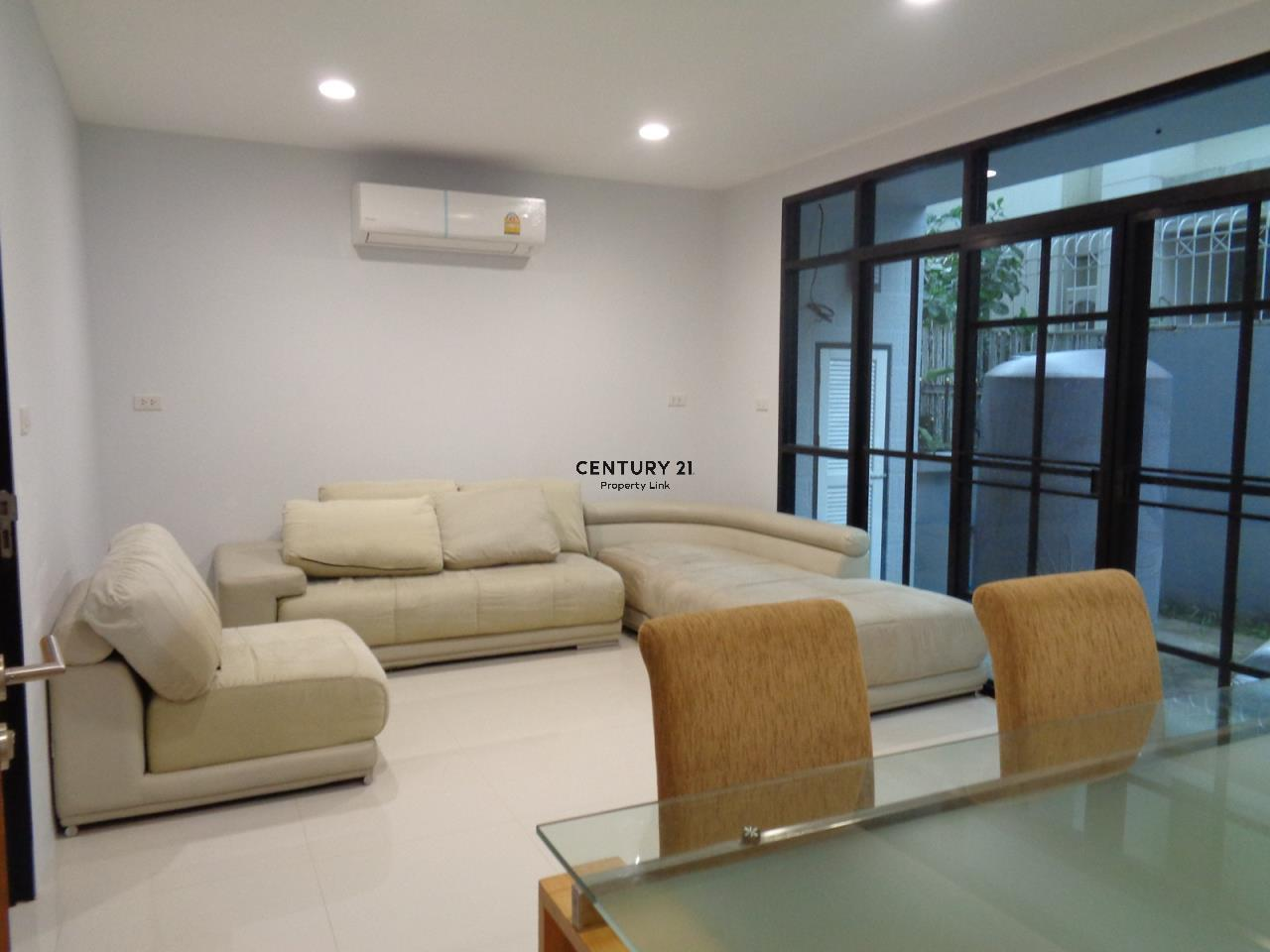 Century21 Property Link Agency's 37-TH-61055 Townhouse in Phromphong for Rent 2