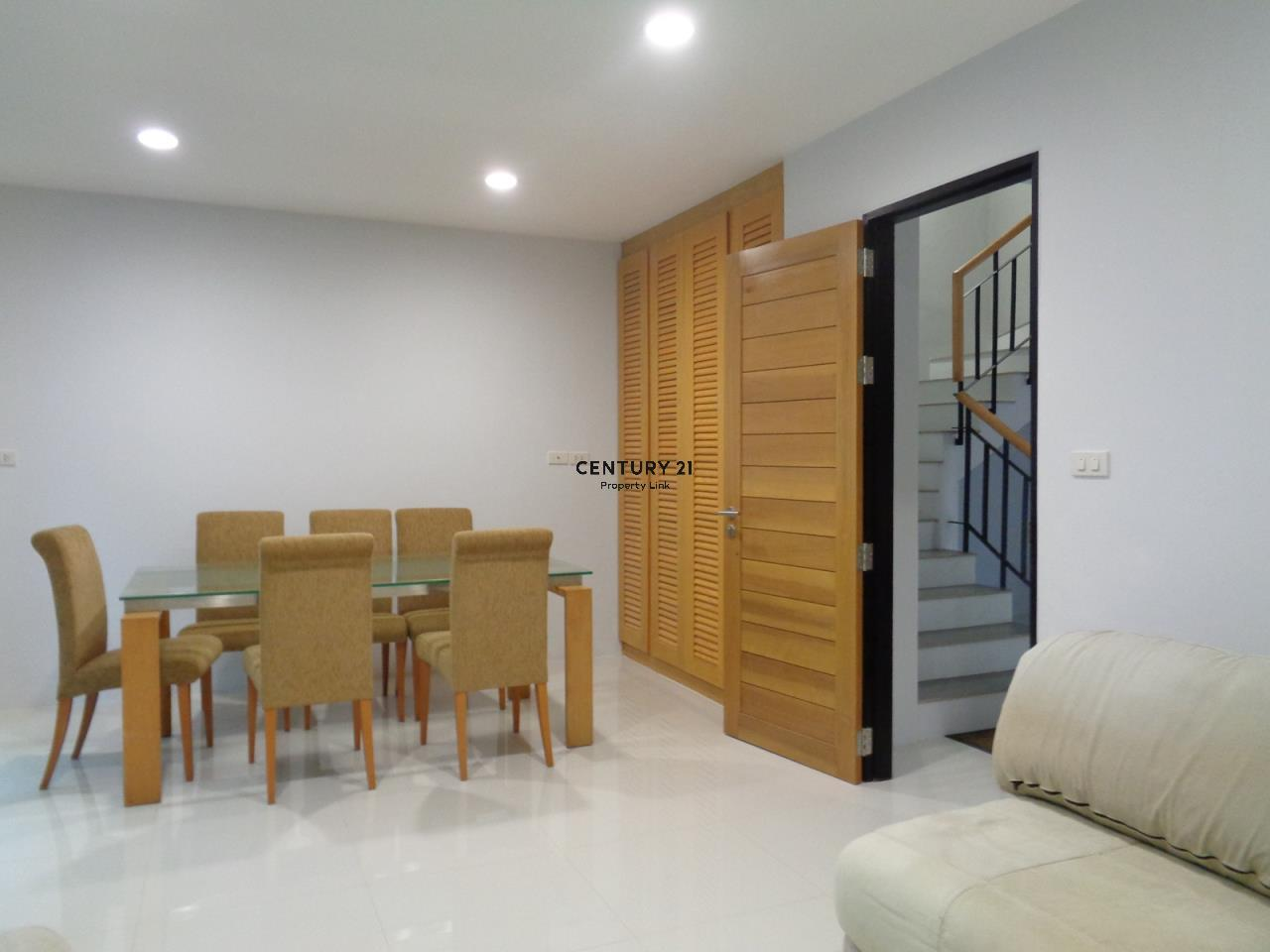 Century21 Property Link Agency's 37-TH-61055 Townhouse in Phromphong for Rent 3