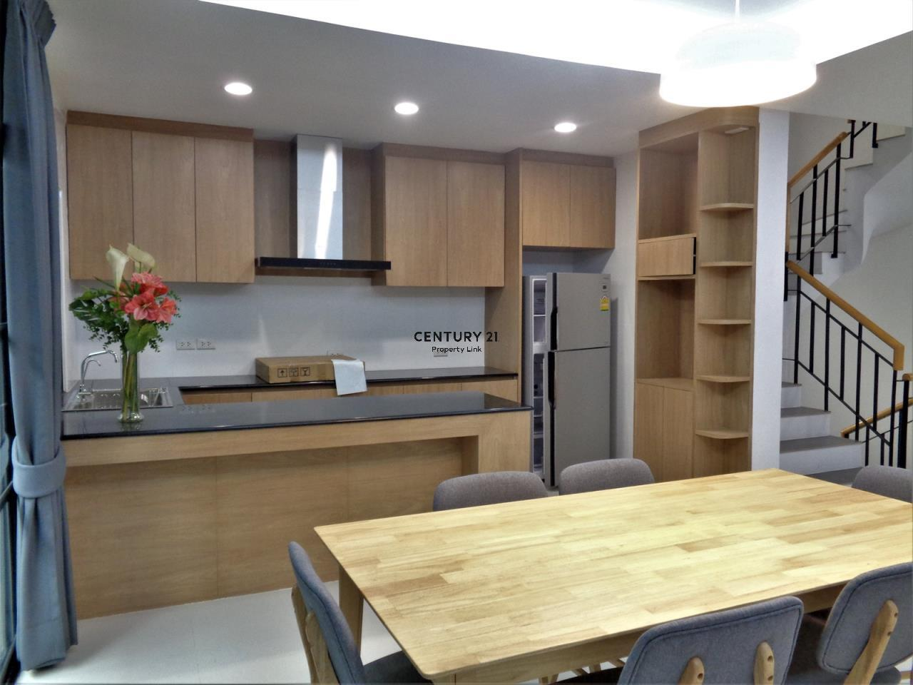 Century21 Property Link Agency's 37-TH-61055 Townhouse in Phromphong for Rent 6