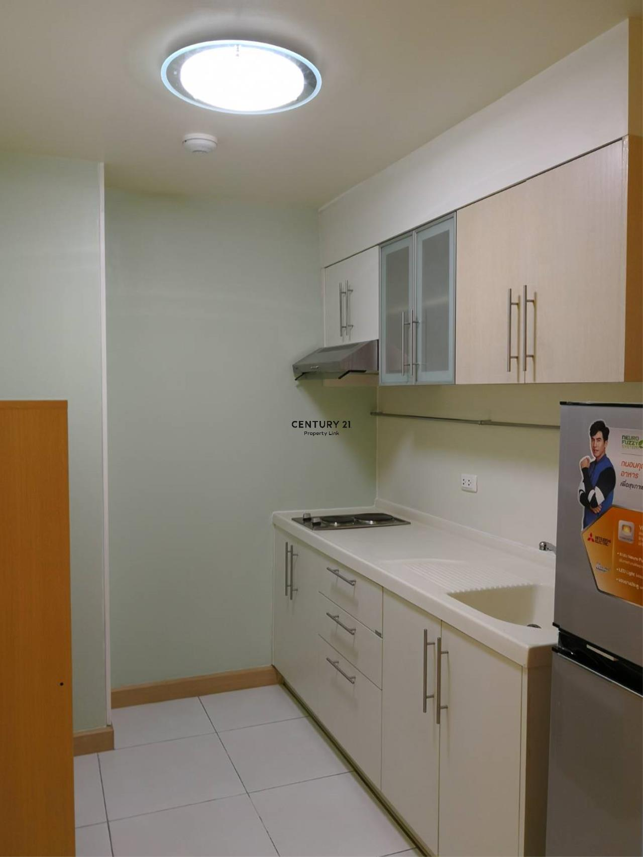 Century21 Property Link Agency's 38-CC-61331 Supalai River Place Condominium  Fully Furnished High level view Chao Phraya River near BTS Krung Thon Buri  6