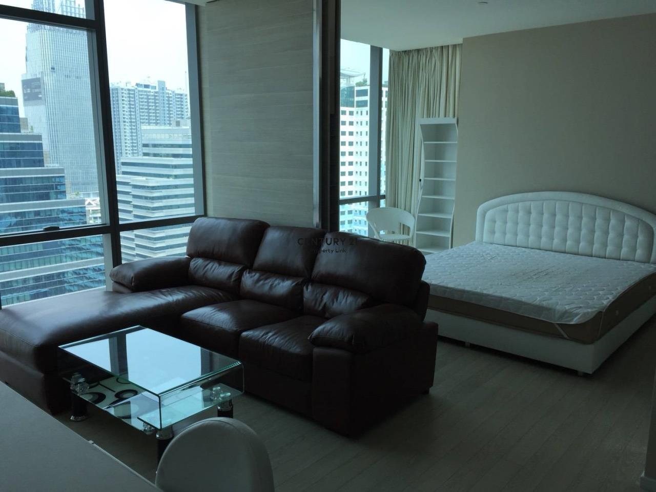 Century21 Property Link Agency's 38-CC-61432 The Room Sukhumvit 21 near BTS Asoke MRT Sukhumvit 3