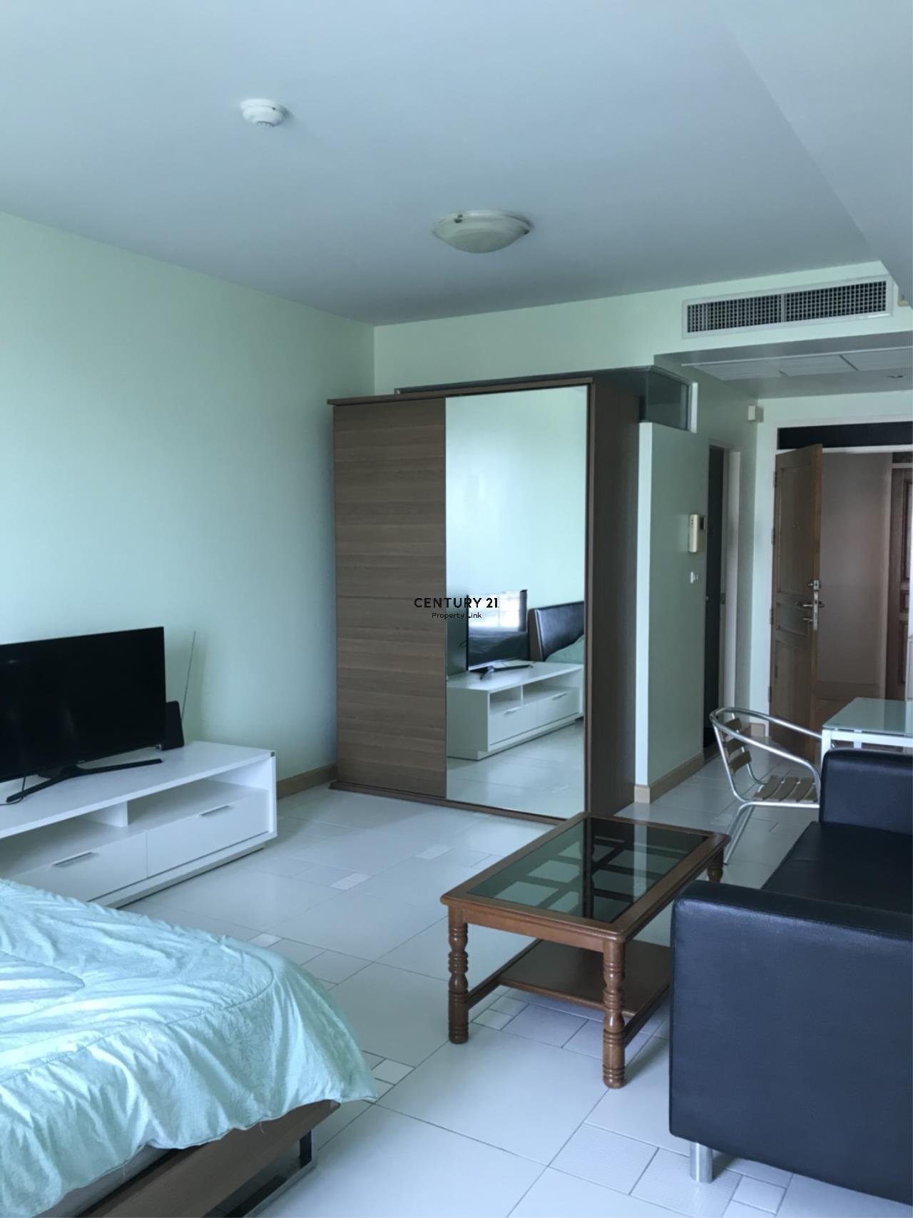 Century21 Property Link Agency's 38-CC-61548 Room for Rent Supalai River Place Condominium  Fully Furnished High level City view near BTS Krung Thon Buri I-con siam 1