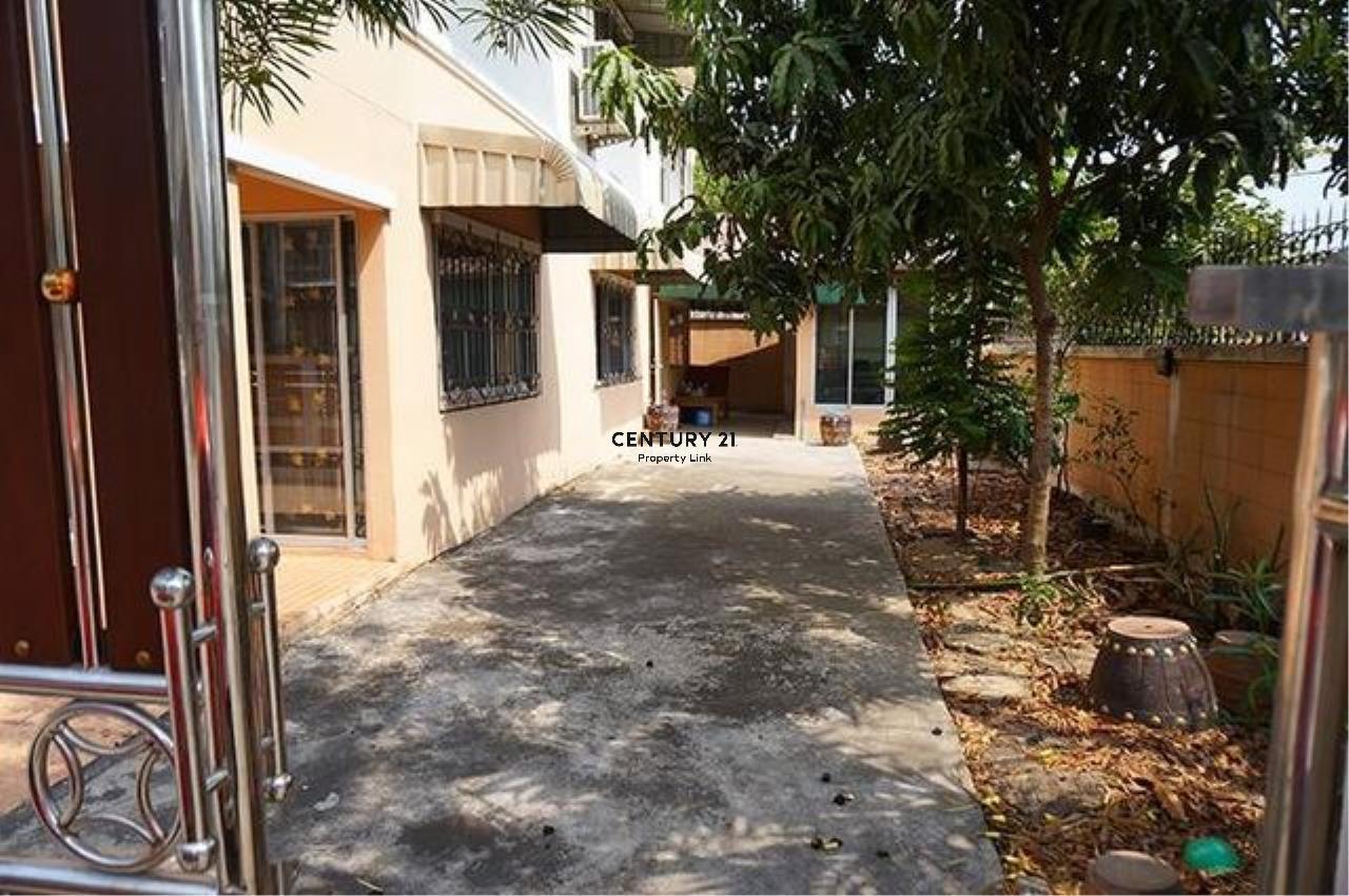 Century21 Property Link Agency's 38-TH-61045 Townhouse 2 Storeys @Phetkasem Soi 106 near Southeast Asia University  2