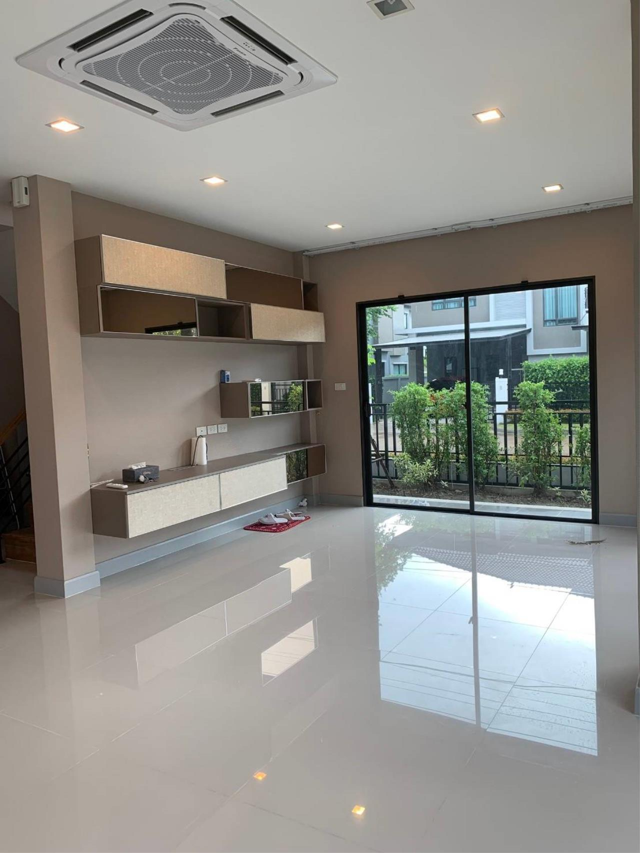 First Choice Properties by Su Agent Agency's S241  Life Bangkok Boulevard Wongwaen – Rama 9 sale 8.5 MB  51 sq.w.  4bedroom 10