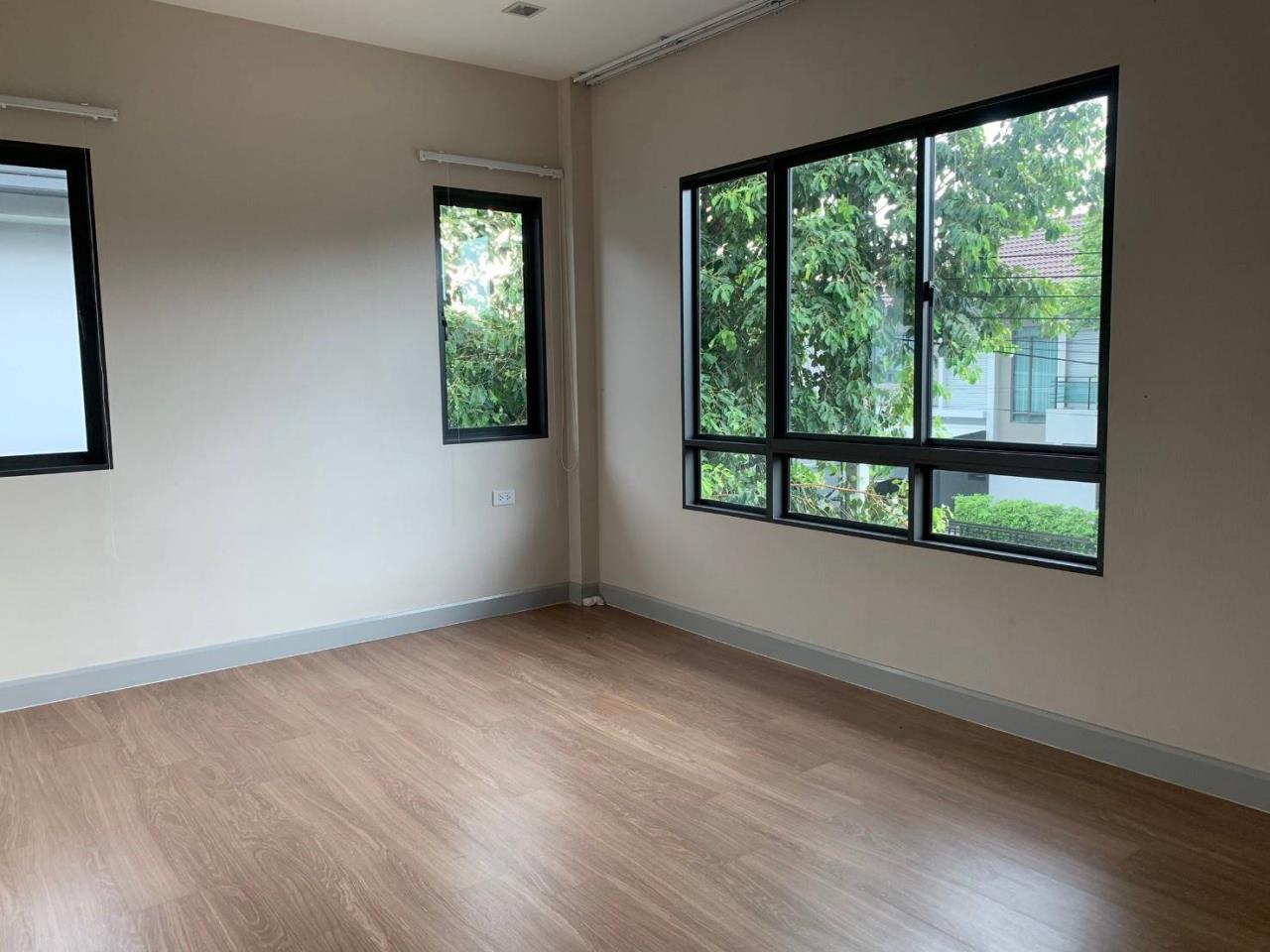 First Choice Properties by Su Agent Agency's S241  Life Bangkok Boulevard Wongwaen – Rama 9 sale 8.5 MB  51 sq.w.  4bedroom 19