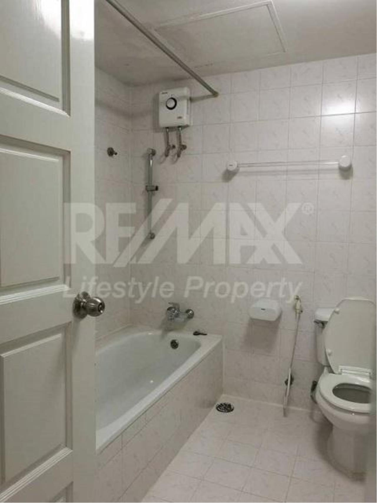 RE/MAX LifeStyle Property Agency's Vanicha Park Langsuan 5
