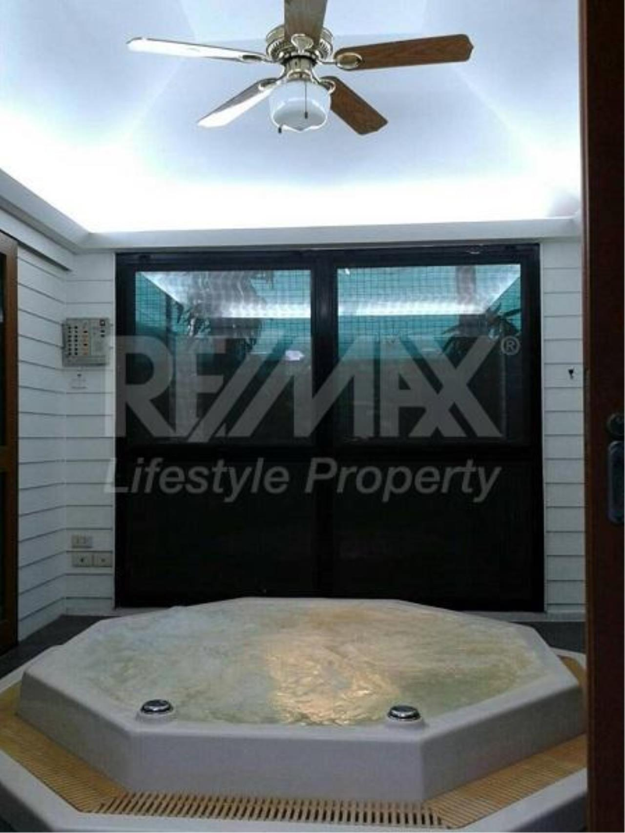 RE/MAX LifeStyle Property Agency's House Srinakarin 7