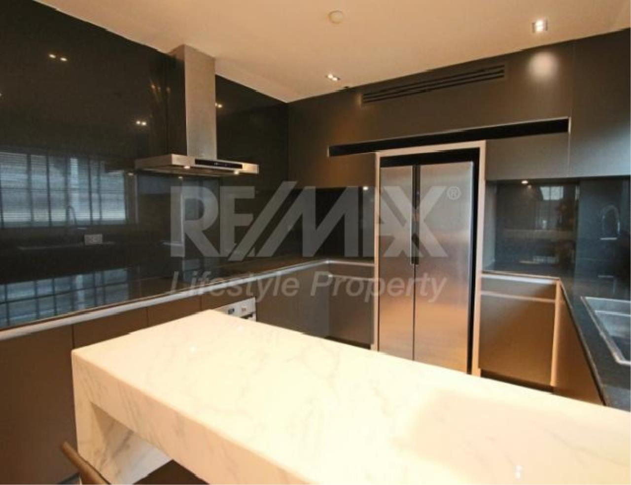 RE/MAX LifeStyle Property Agency's Penthouse Condominium 8
