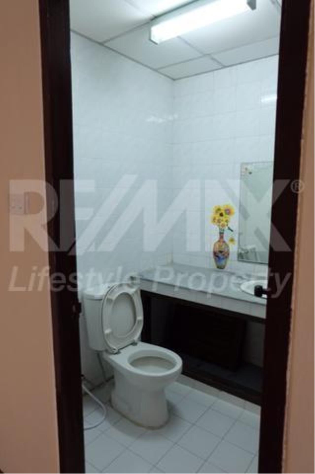 RE/MAX LifeStyle Property Agency's Town House Bangna-Srinakharin 2