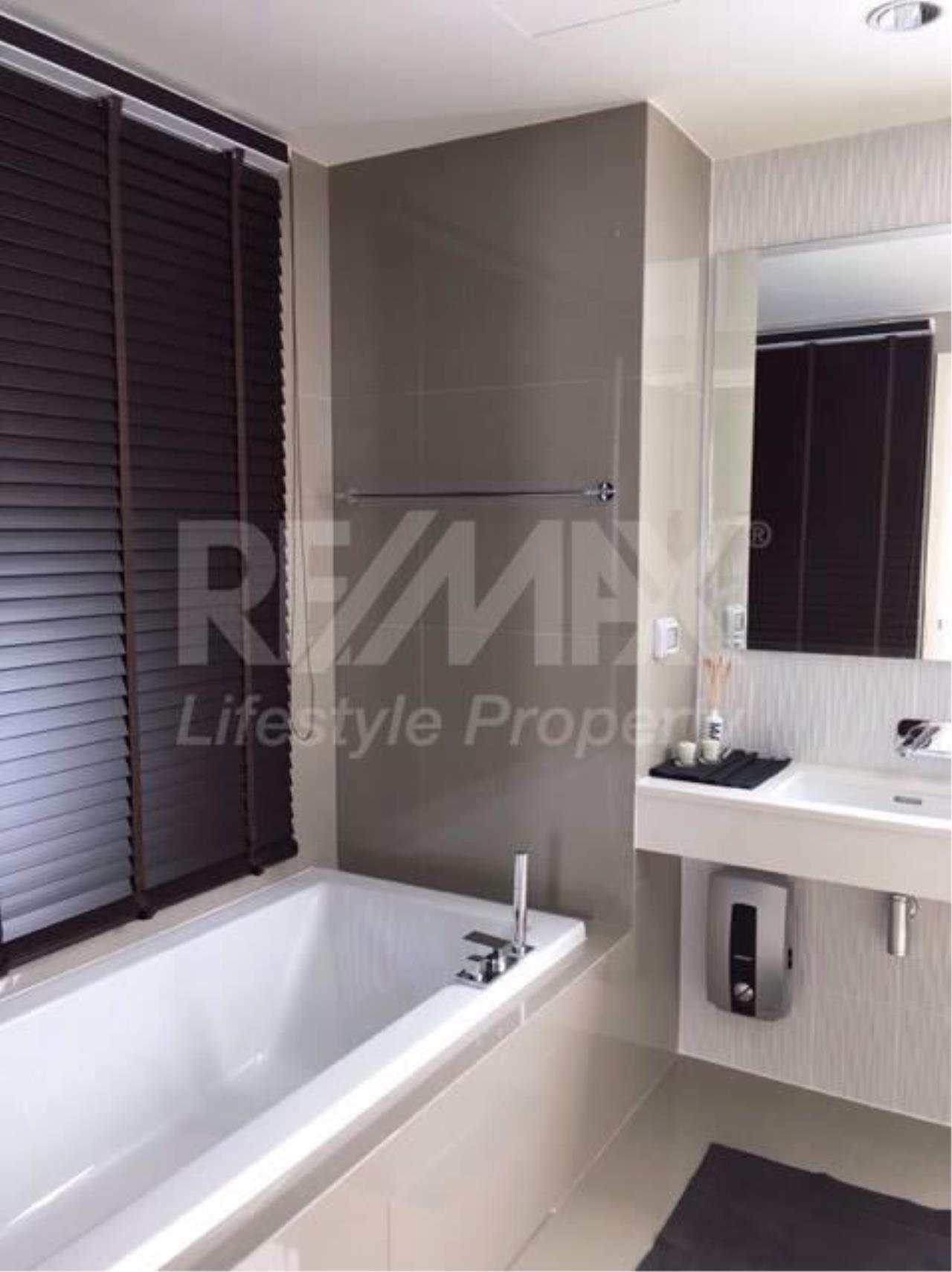 RE/MAX LifeStyle Property Agency's Rhythm Sukhumvit 42 12