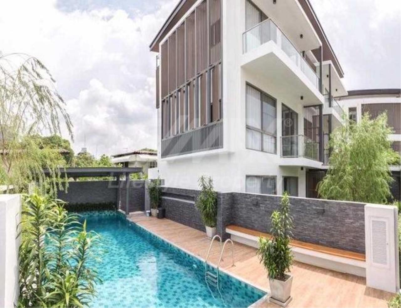 RE/MAX LifeStyle Property Agency's Apartment Sukhumvit 50 1
