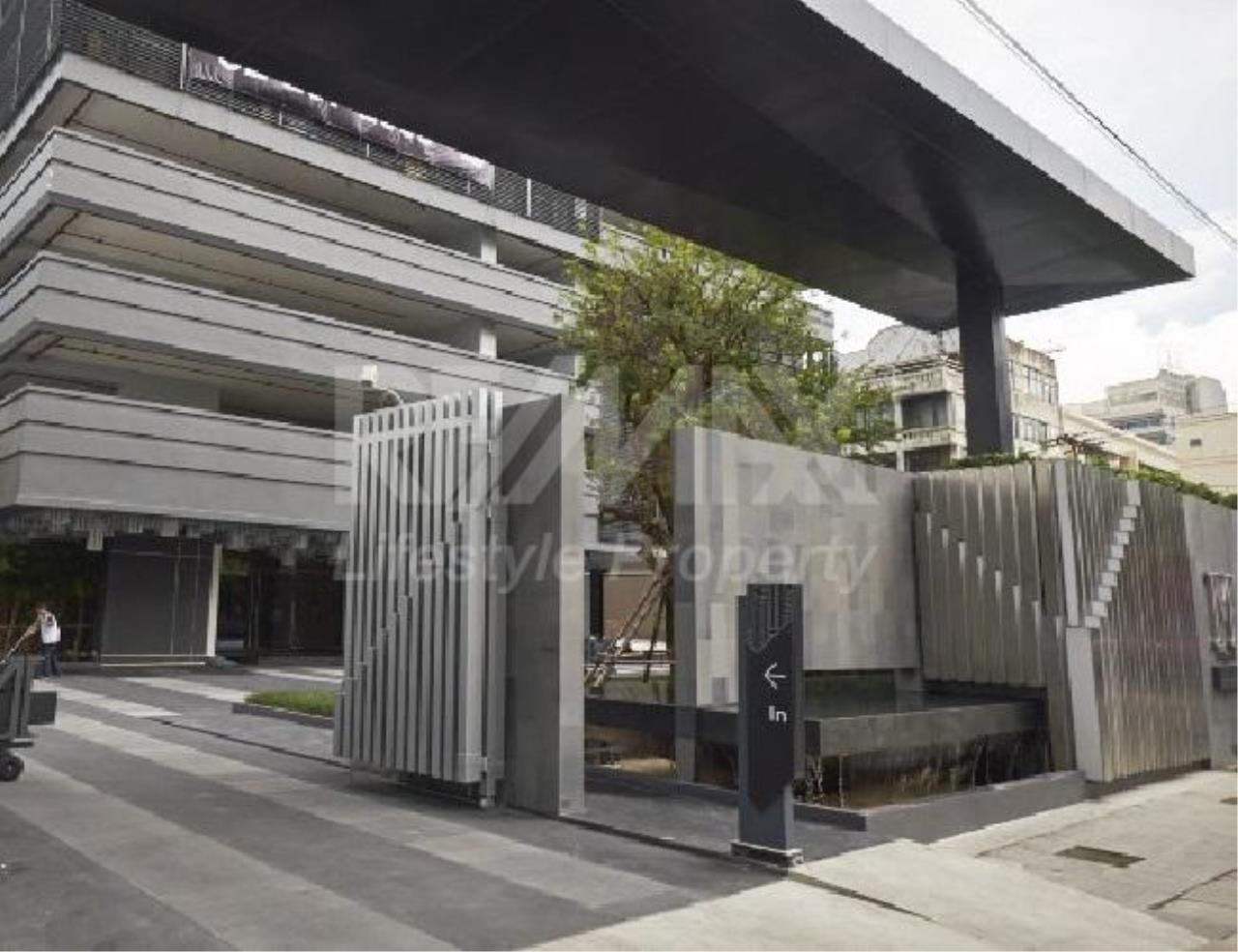 RE/MAX LifeStyle Property Agency's M Silom 14