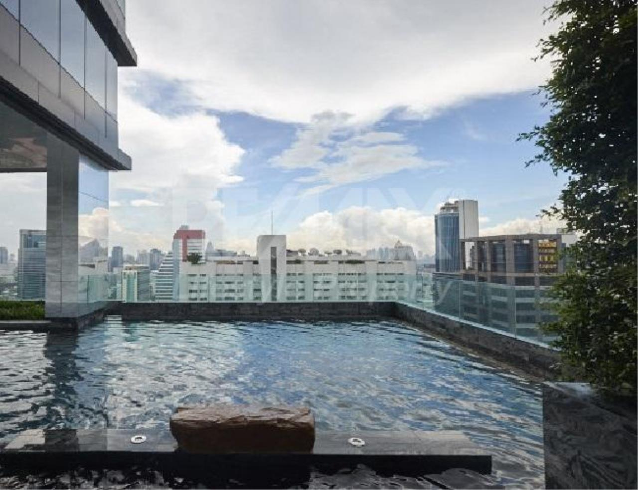 RE/MAX LifeStyle Property Agency's M Silom 11