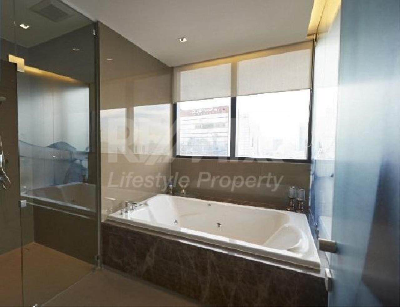 RE/MAX LifeStyle Property Agency's M Silom 7