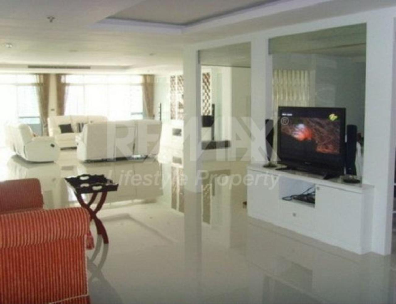 RE/MAX LifeStyle Property Agency's Baan Prompong 8