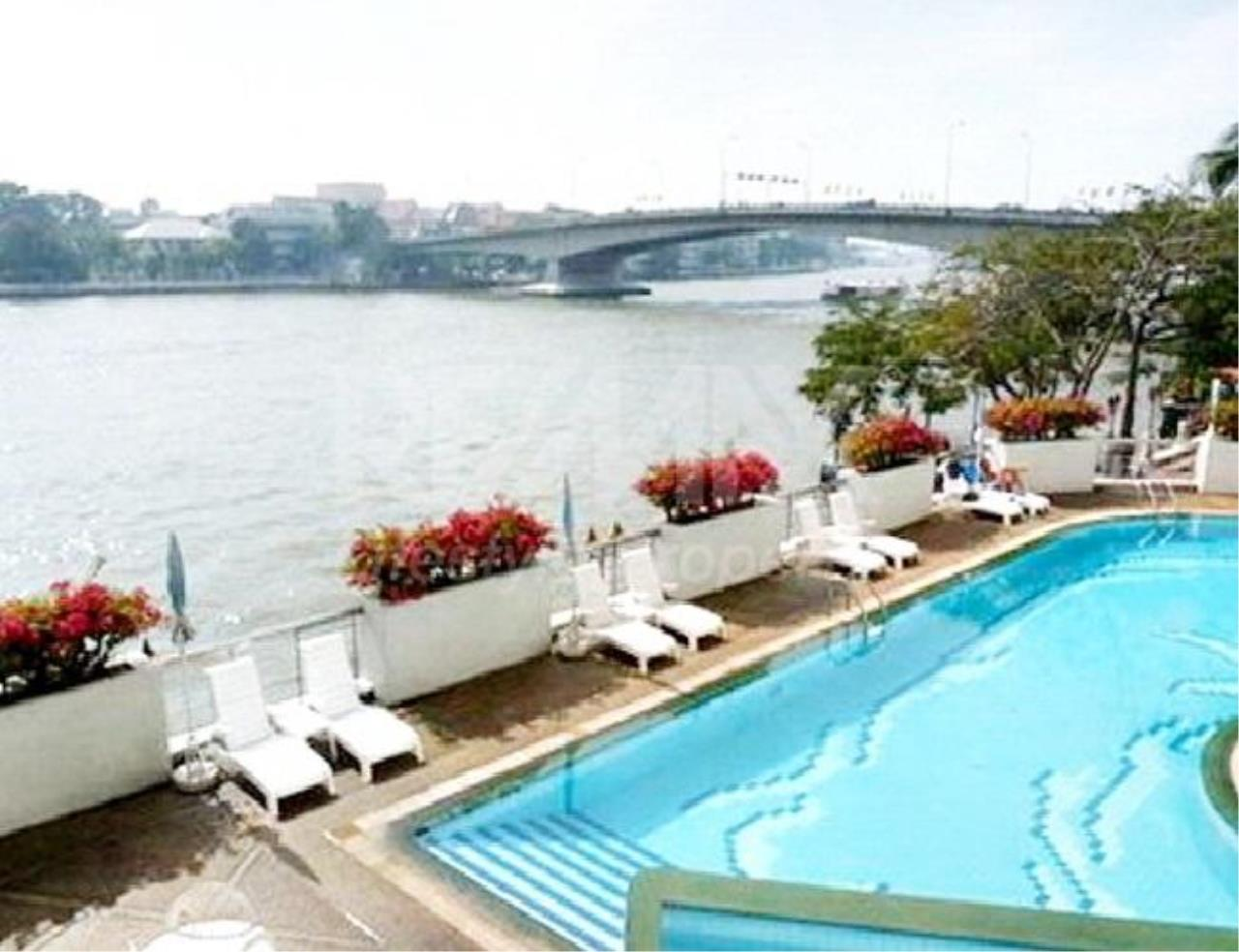 RE/MAX LifeStyle Property Agency's Rattanakosin View Mansion 2