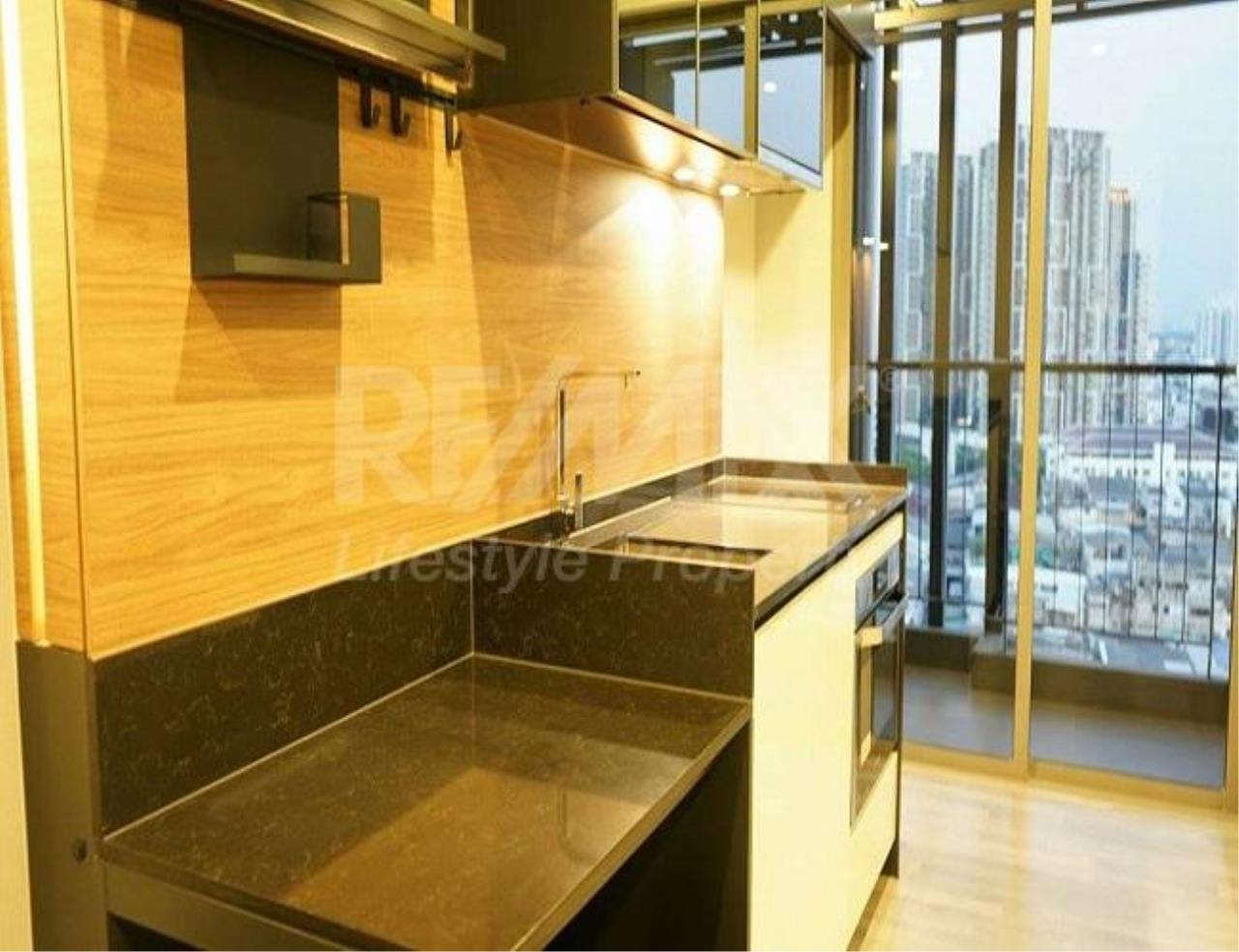 RE/MAX LifeStyle Property Agency's The Room Sathorn-St.Louis 4