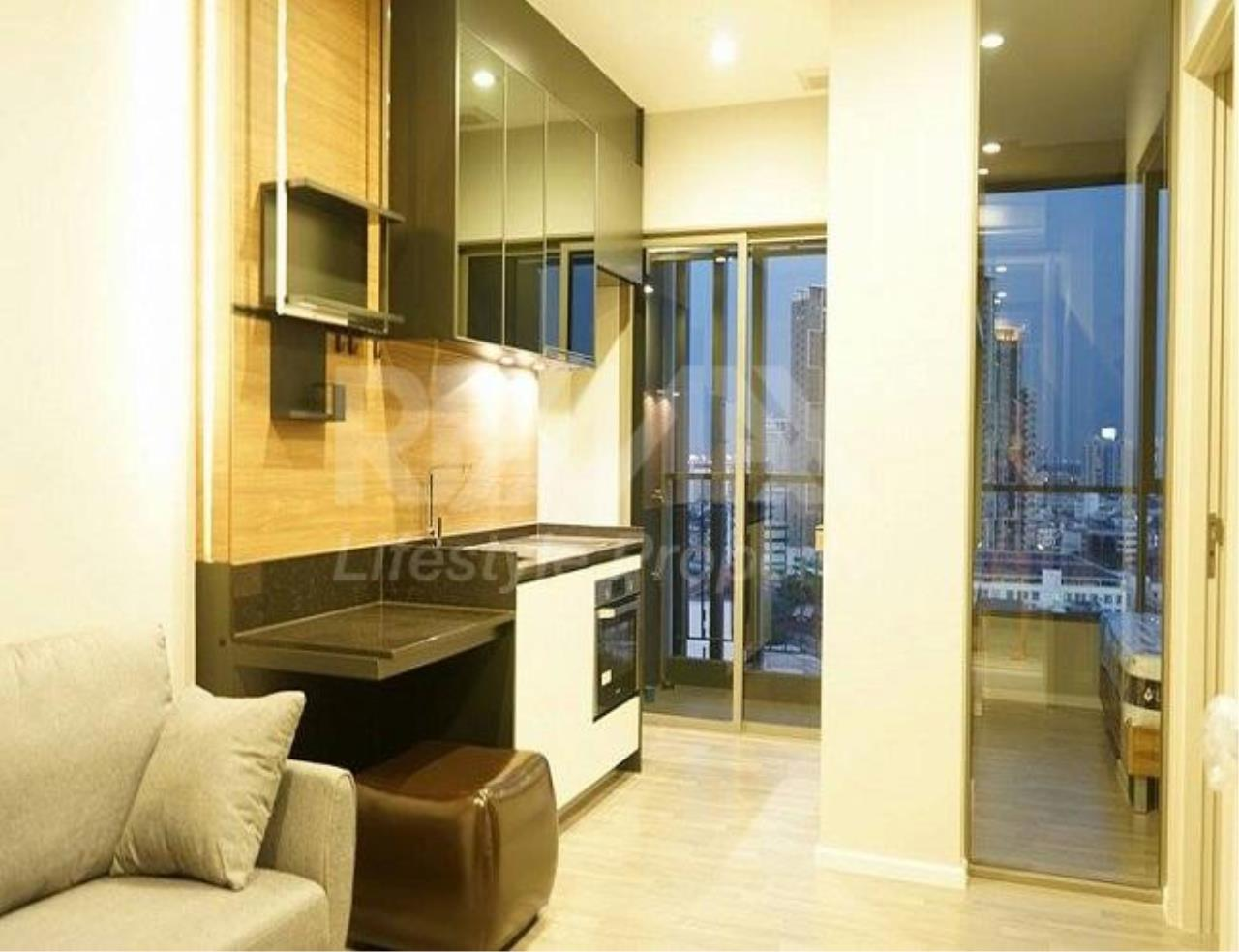 RE/MAX LifeStyle Property Agency's The Room Sathorn-St.Louis 1