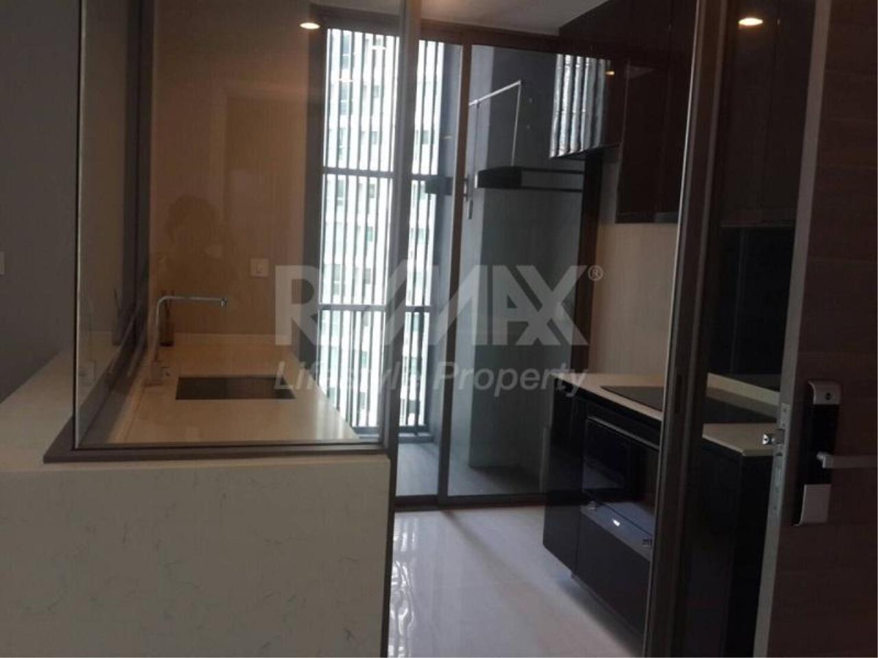 RE/MAX LifeStyle Property Agency's The Room Sukhumvit 69 5