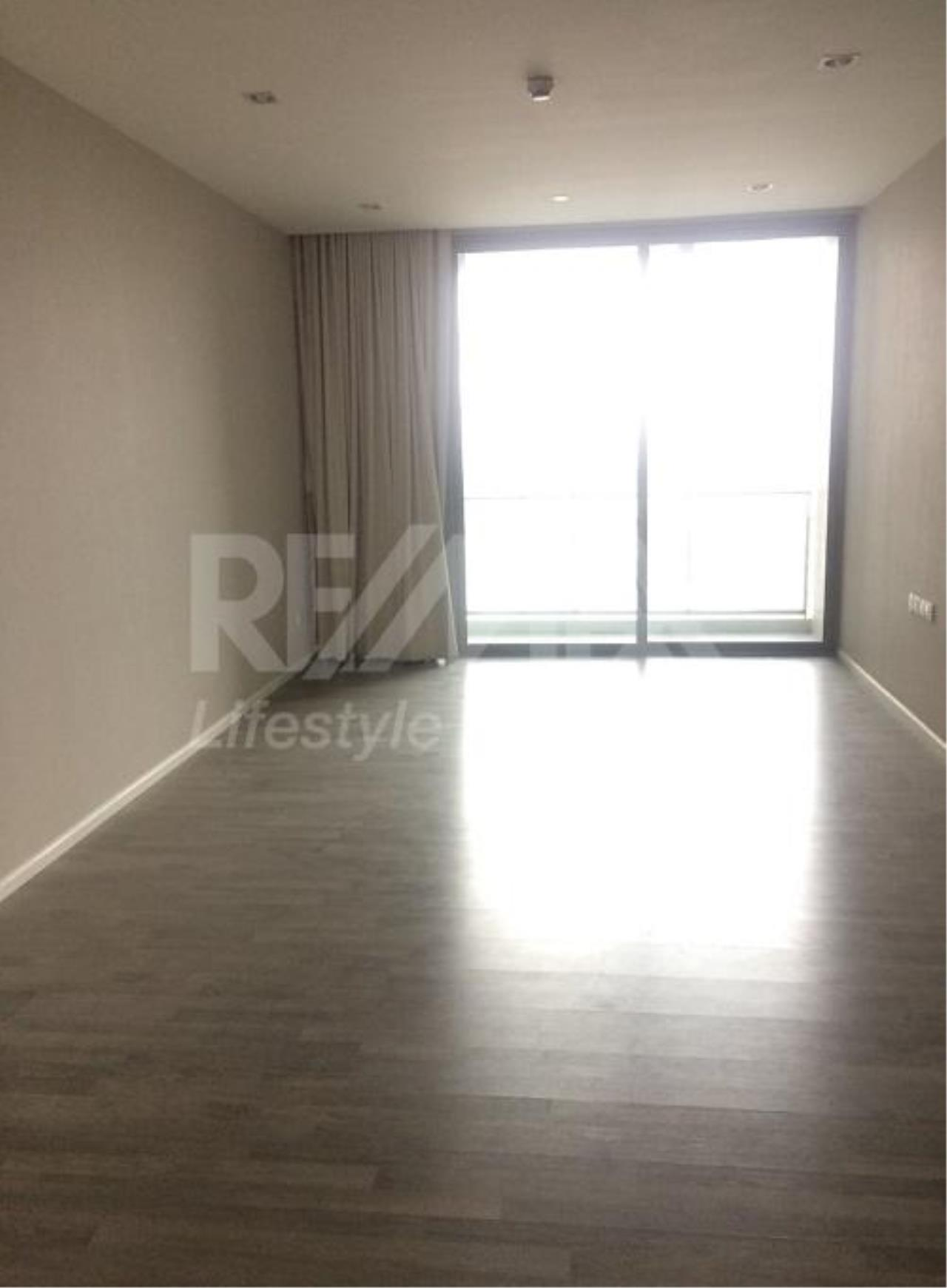 RE/MAX LifeStyle Property Agency's The Room Sukhumvit 69 3