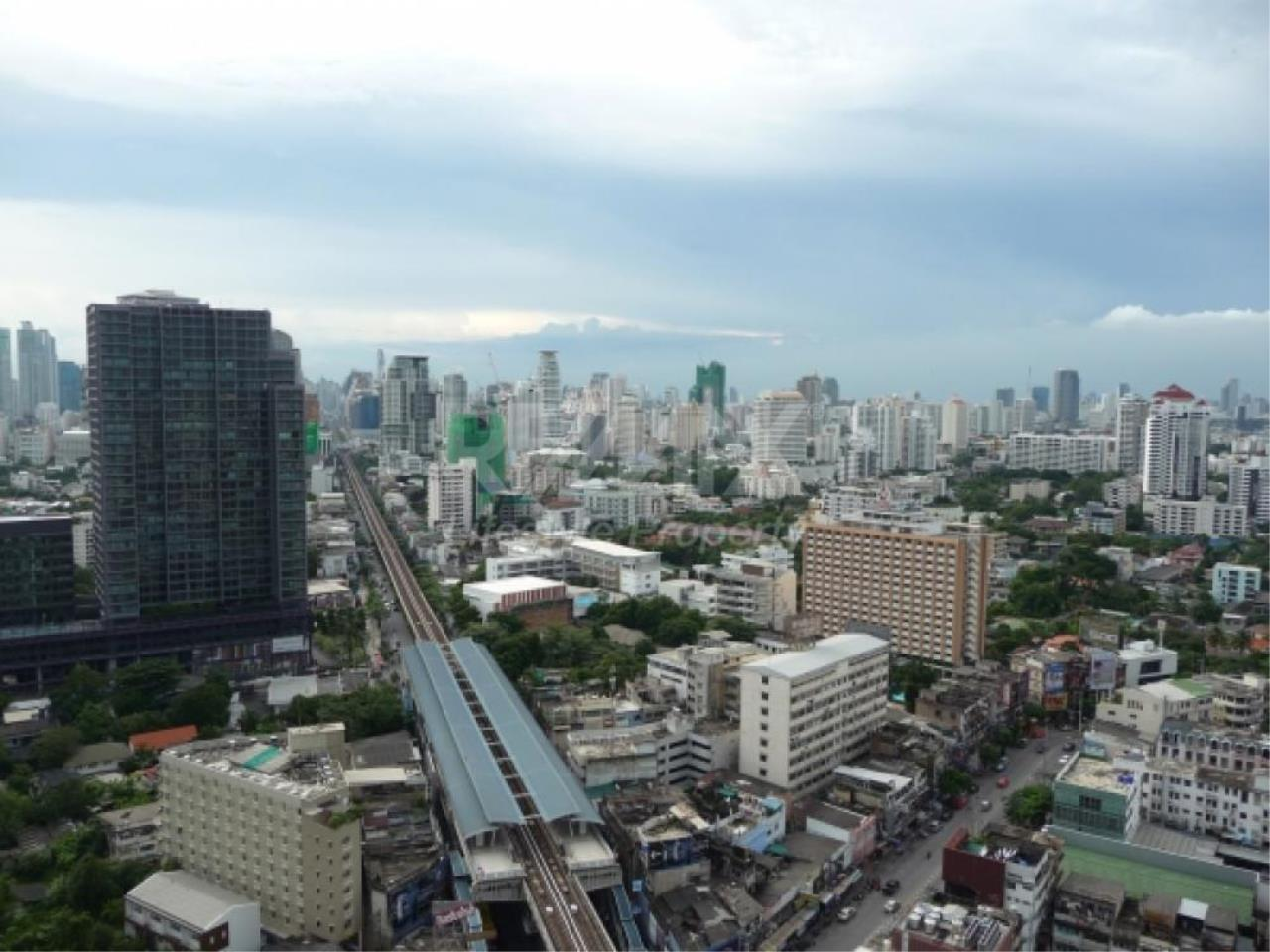 RE/MAX LifeStyle Property Agency's Siri at Sukhumvit 10