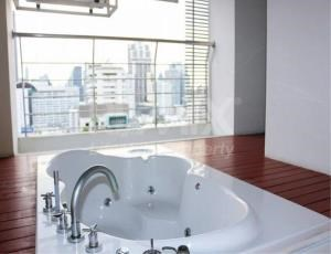 RE/MAX LifeStyle Property Agency's The Master Centrium Asoke-Sukhumvit 10
