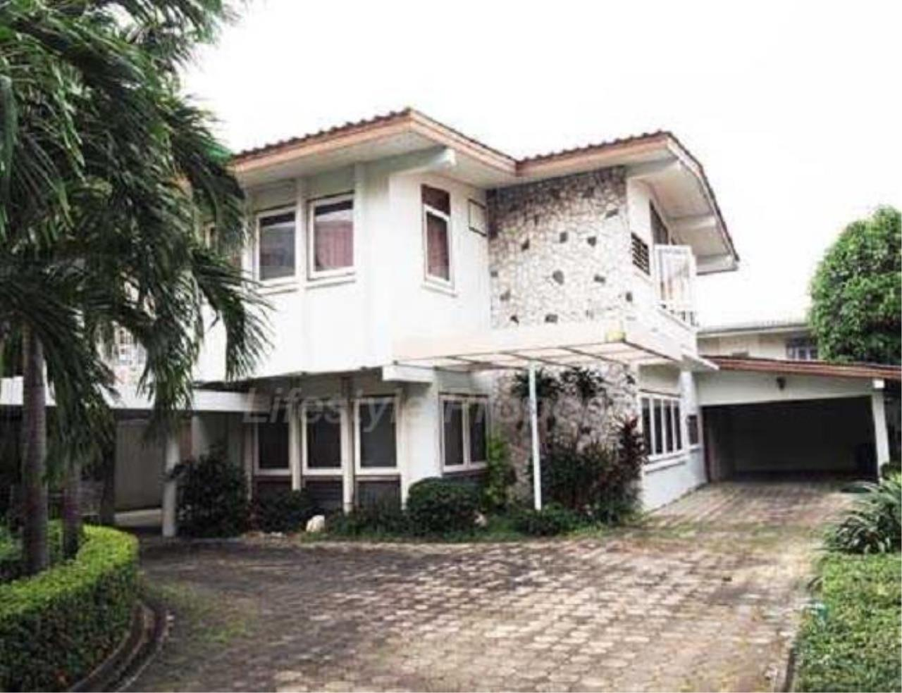 RE/MAX LifeStyle Property Agency's House Phraholyothin 12