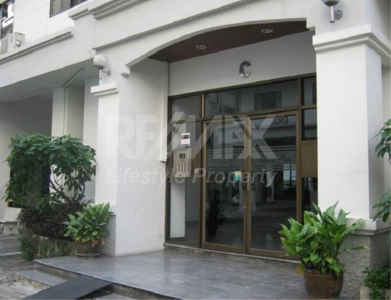 RE/MAX LifeStyle Property Agency's Sathorn Place 2
