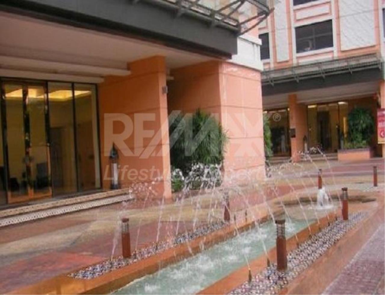 RE/MAX LifeStyle Property Agency's Aguston Sukhumvit 22 3