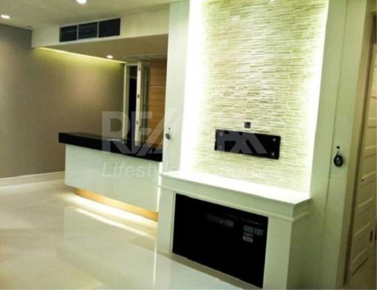 RE/MAX LifeStyle Property Agency's Aguston Sukhumvit 22 7