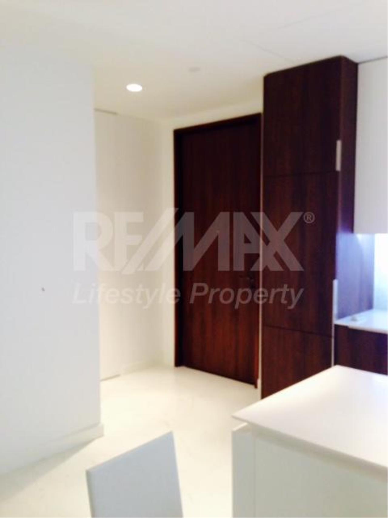 RE/MAX LifeStyle Property Agency's 185 Rajadamri 3