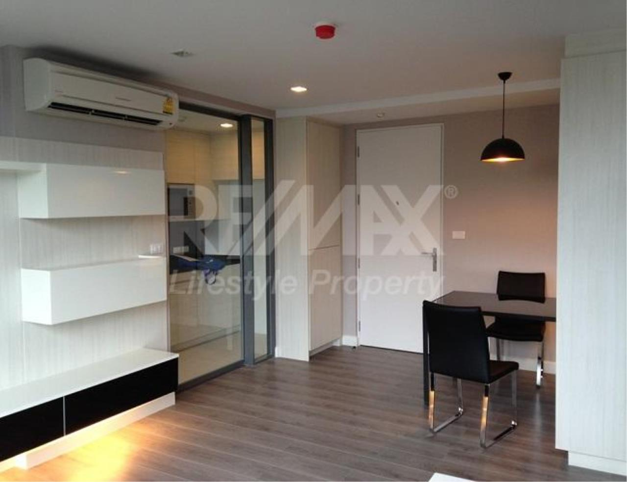 RE/MAX LifeStyle Property Agency's The Room Sukhumvit 40 4