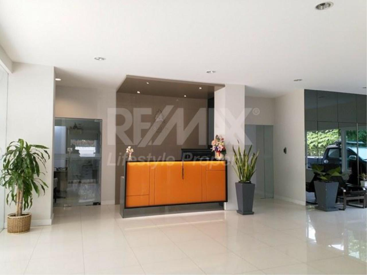 RE/MAX LifeStyle Property Agency's Tonson Court 11