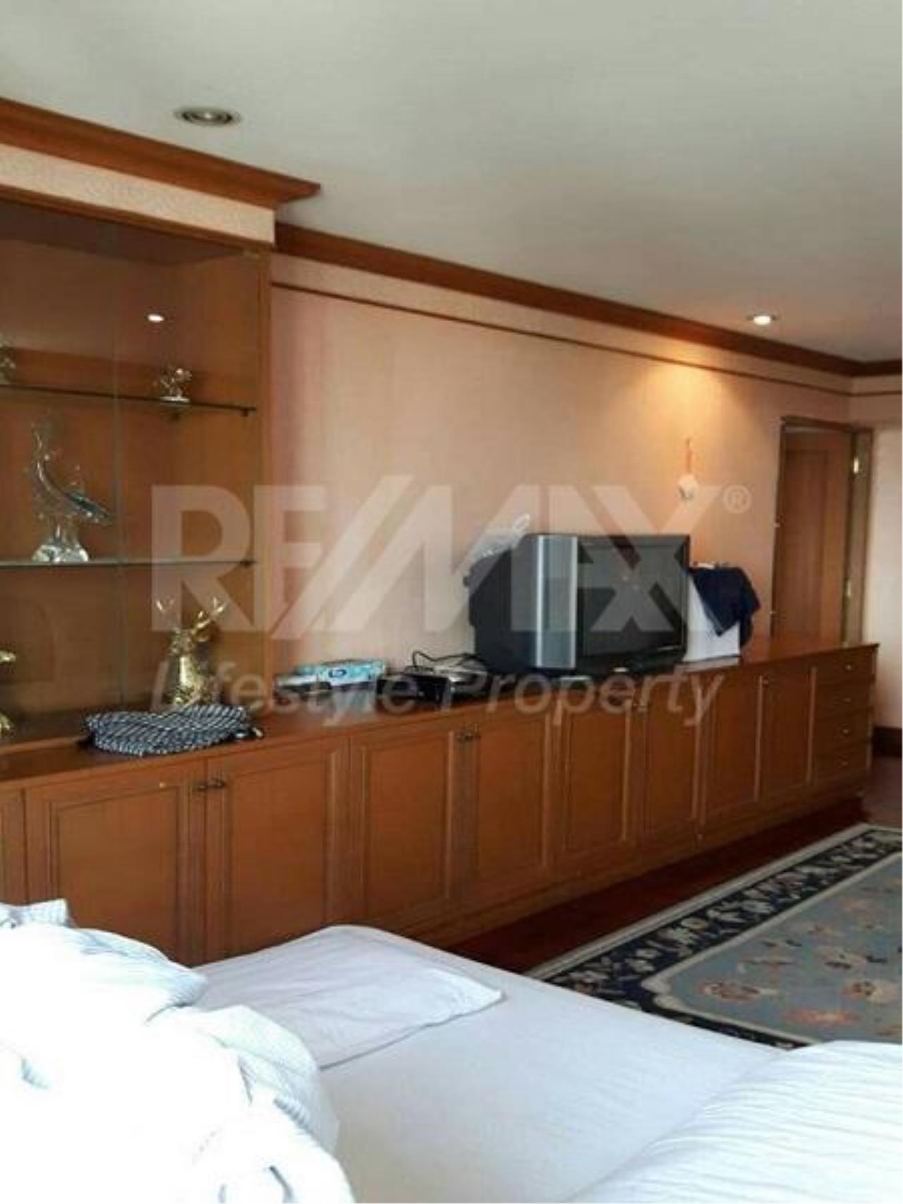 RE/MAX LifeStyle Property Agency's Omni Tower Sukhumvit Nana 12