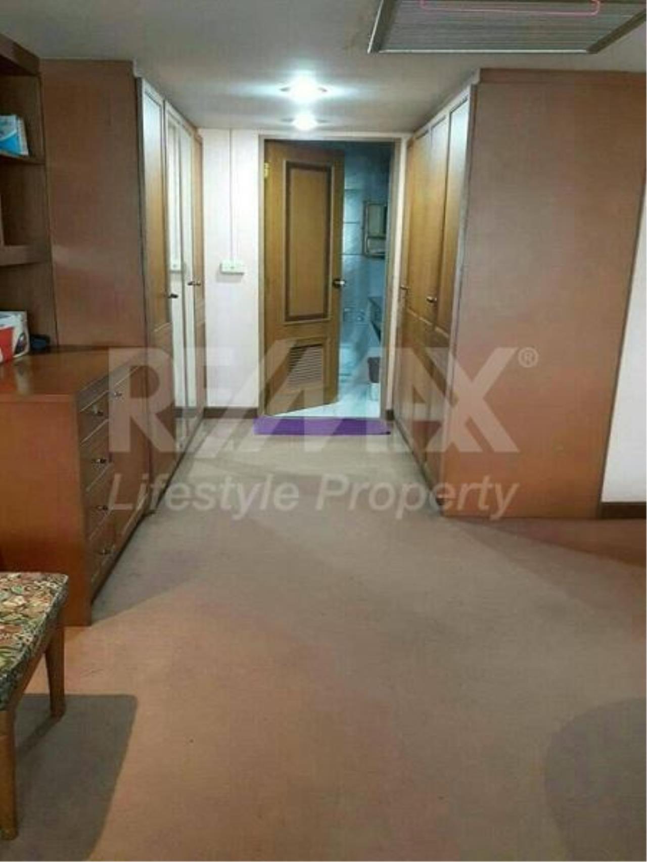 RE/MAX LifeStyle Property Agency's Omni Tower Sukhumvit Nana 9