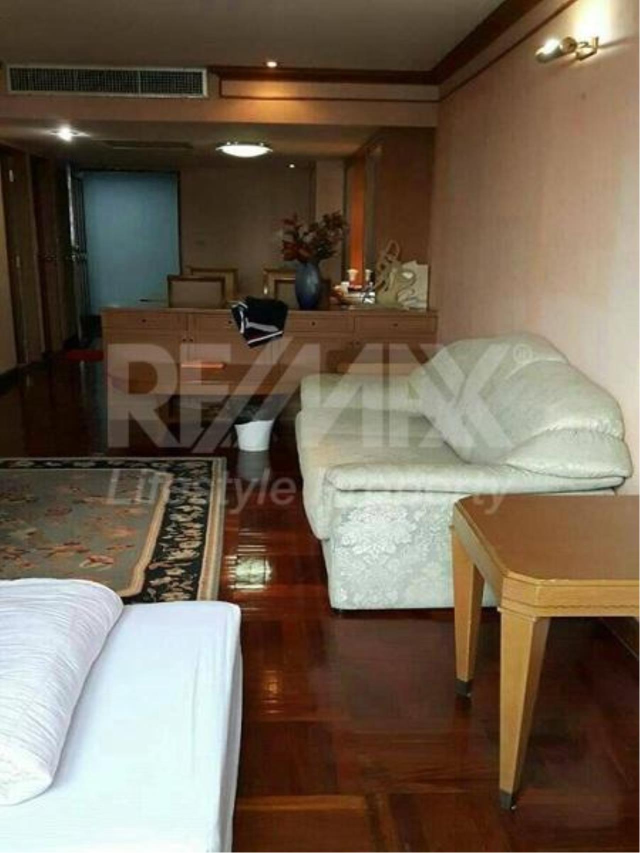 RE/MAX LifeStyle Property Agency's Omni Tower Sukhumvit Nana 13