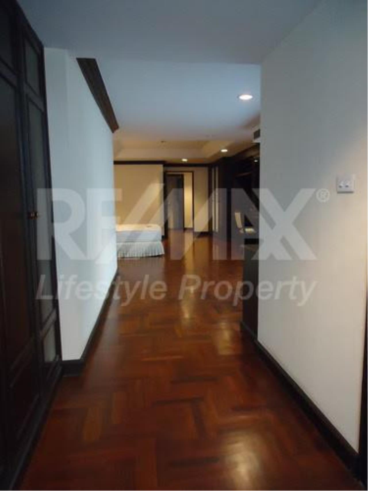 RE/MAX LifeStyle Property Agency's Charan Tower 11