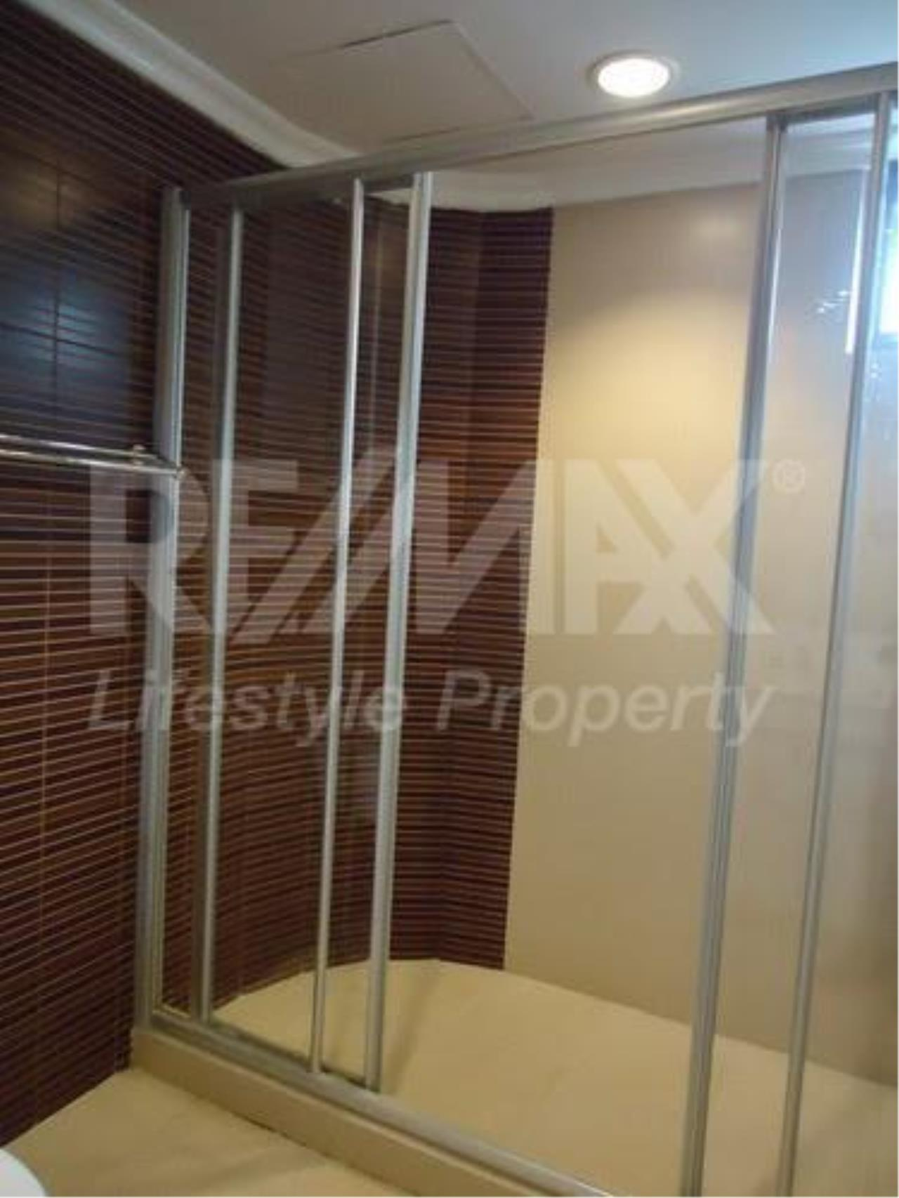 RE/MAX LifeStyle Property Agency's Charan Tower 4