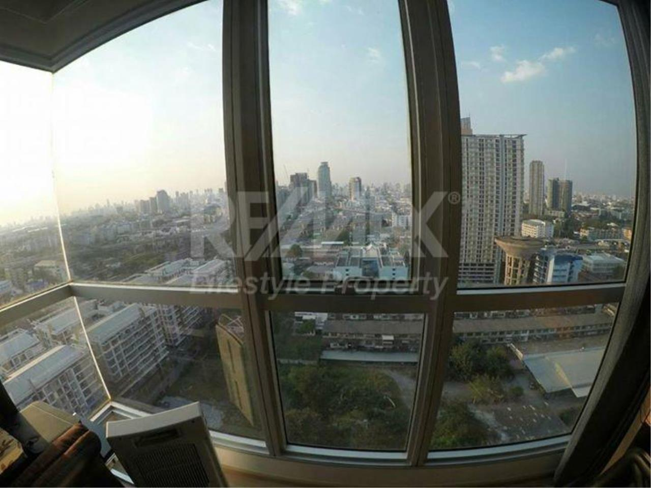 RE/MAX LifeStyle Property Agency's Rhythm Sukhumvit 6